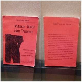 Buku Massa, teror, dan trauma oleh F Budi Hardiman epilog oleh Karlina Supelli