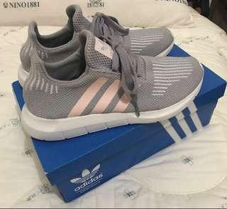 🚚 近全新adidas正品送全新涼鞋 37