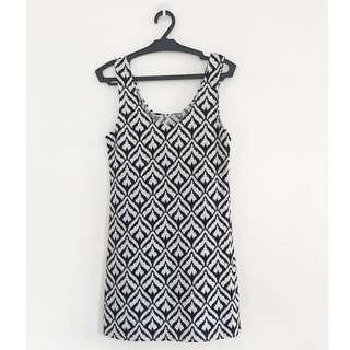 Black and White Pattern Dress - Slim Fit