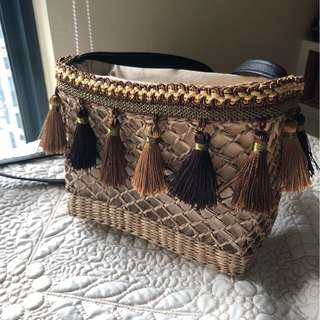 Woven bag with tassels (brown)