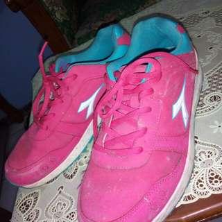 Sepatu diadora