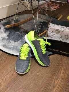 🚚 UA 慢跑鞋
