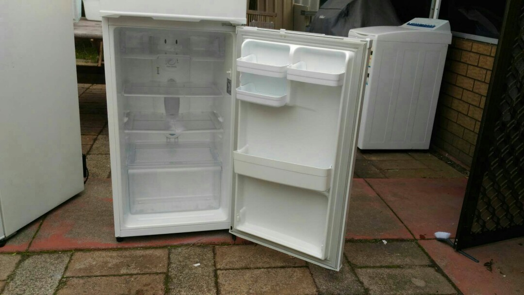 LG frost-free fridge freezer 205 litres