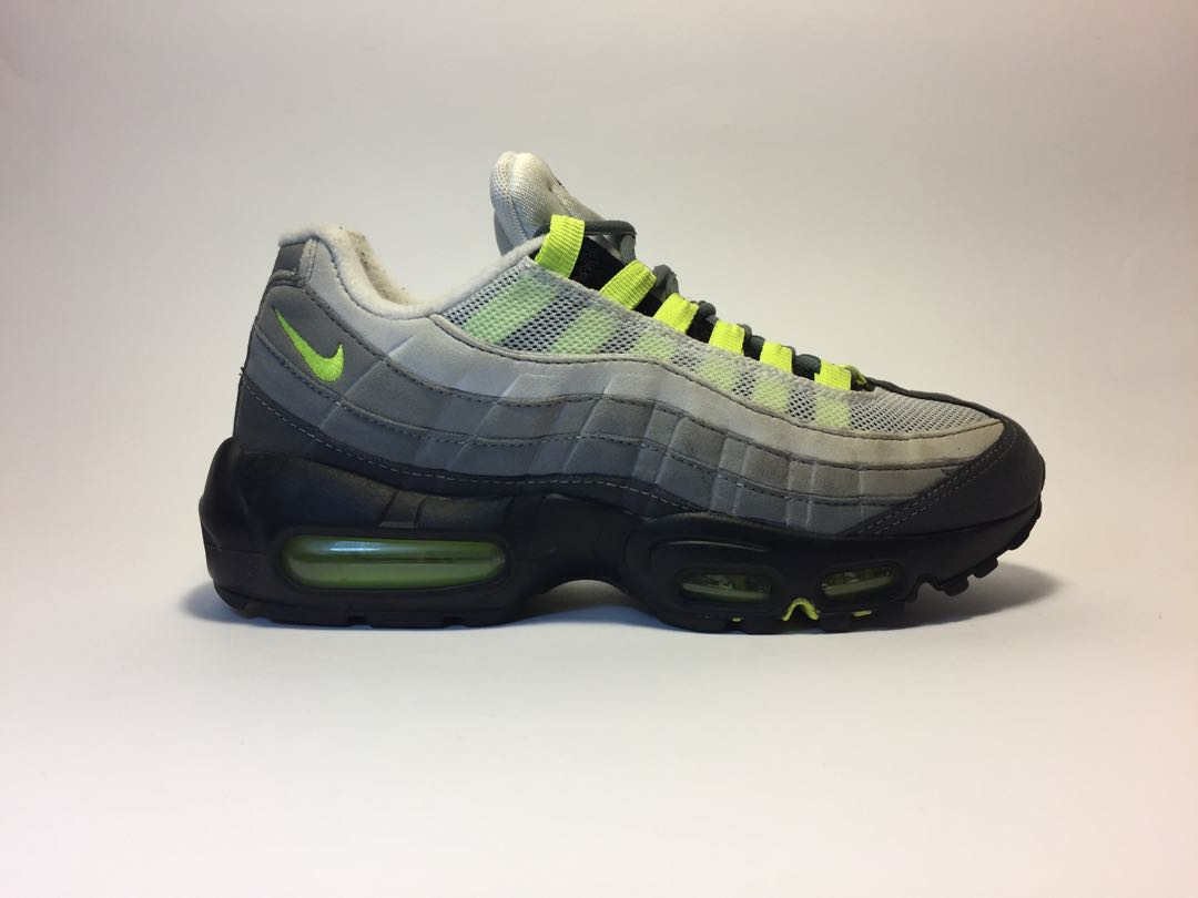 quality design 47c5f 417fa Nike Air Max 95 Neon, Women s Fashion, Shoes on Carousell