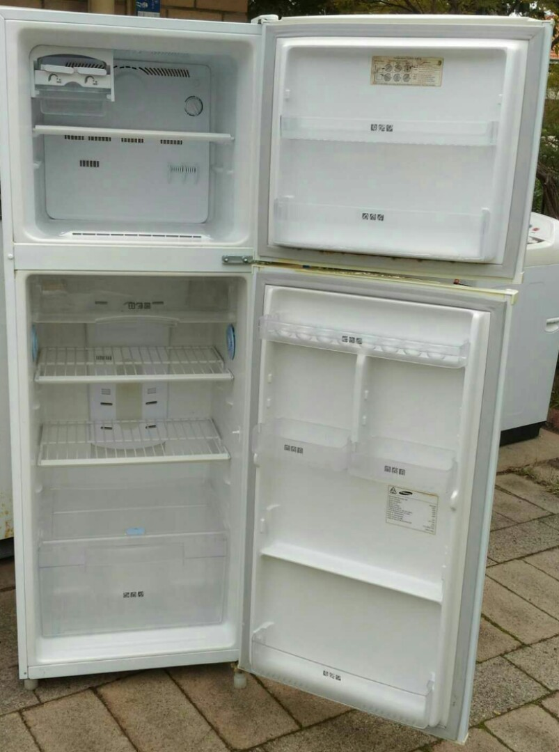 Samsung frost-free fridge freezer 330litres