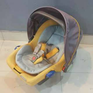 Combi Luxury Baby carrier car seat