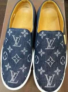 Lv sneaker size 35