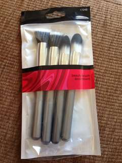 Pack of four brushes