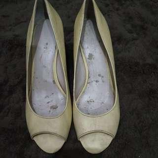 Preloved wedges shoes nine west