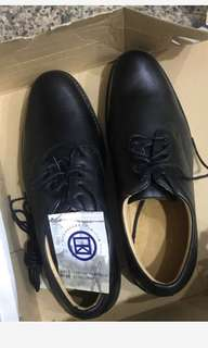 全新黑色皮鞋