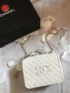 Chanel vanity case box L size 全球限量