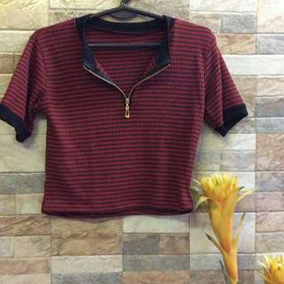 Red V-neck zipper croptop