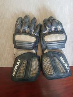 Nankai gloves