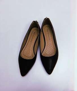 GiBi Pointed Black Flat Shoes
