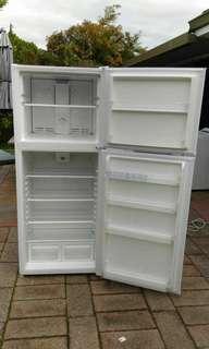 Airflio frost-free fridge freezer 388 litres