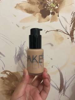 Make Over Foundation in 01 Ochre