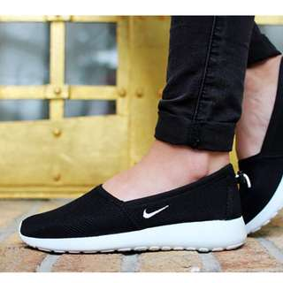 Nike Roshe Run Slip On (Black)