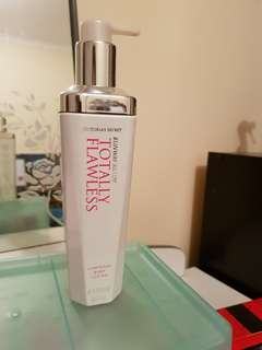 Victoria's Secret Runway Ready TOTALLY FLAWLESS luminous body lotion