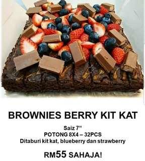 #winkuih Brownies Berry Kit Kat