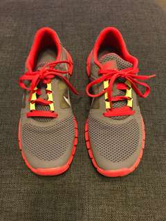 Nike Runner Size 6Y, worn once.
