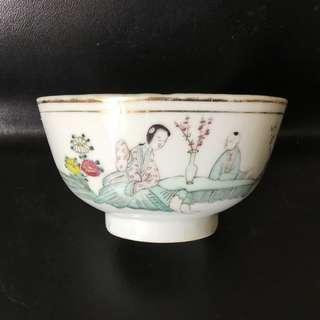 聽雨樓:#MFC-0129:【民國】鍾銘山繪粉彩三娘教子小碗 (10.3cm,口沿一小飛)
