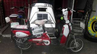 Electric Bike w/ Hello Kitty Seat Cover w/ Helmet