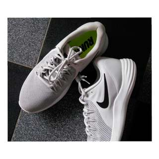 Sepatu Nike Lunar Apparent