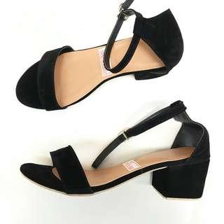 Chesney Block heels size 6 fil size