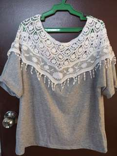 Gray knitted accent top