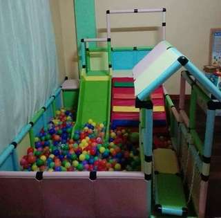 Play pen (with balls)