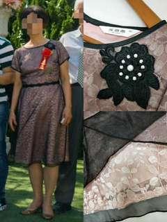 🚚 婚禮宴客自助婚紗內層粉紅外層黑色蕾絲專櫃品牌婆婆裝媽媽裝