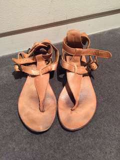 Tan leather sandals w gold buckle