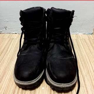 Black boots (human) size 8