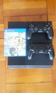 PlayStation 4, 2 controllers and FIFA