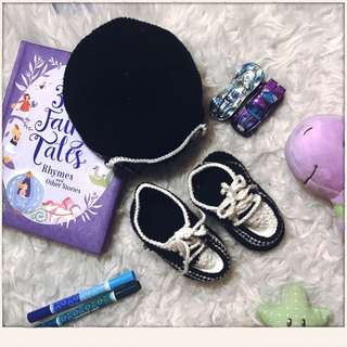Crochet hat and soft baby shoes, black and white