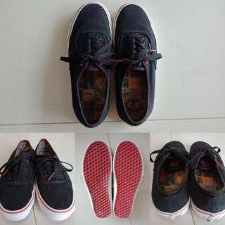 Sepatu vans queen