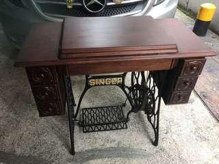 1950's Singer Sewing Machine ( 6 drawers )