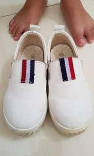 Sepatu anak cowok