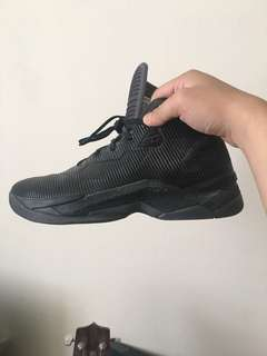 UNDER ARMOUR STEPHEN CURRY 2.5 BASKETBALL SHOES used once, like new!