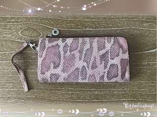 🚚 美國Cordon Lerther女用L型拉鍊蛇紋護照夾手拿包長夾粉嫩色系【二手】