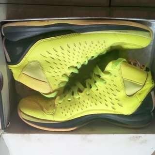 ROSE籃球鞋,US9號,500元。