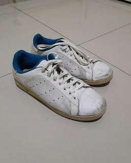 Sepatu adidas size 43