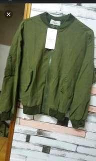 🚚 全新商品-薄版軍綠飛行外套M(再購買任一件商品可折50元 #畢業兩百元出清