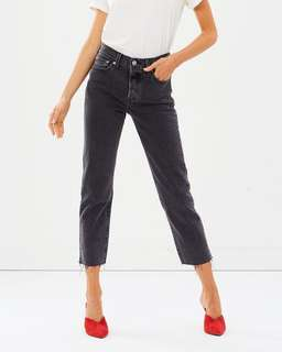 Brand New Levi's Wedgie Straight Jeans in Size 27 Black