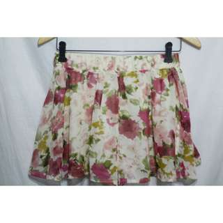 Floral skorts  ▪ size : small - med since it's garterized  ▪ never worn 😍
