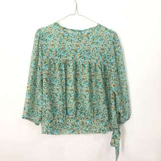 (Free ong) Floral blouse