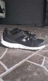 Sepatu League Phantom