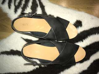 Women's flat wedges 8 black therapy