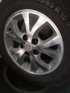 Used rim 15 inch Toyota with tires