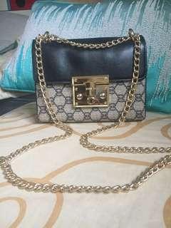 Gucci padlock chain bag(Replica).